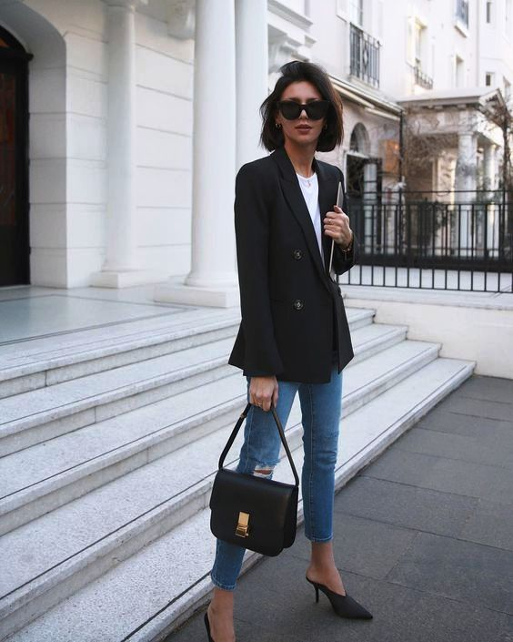 a black fitted blazer is a good idea to make your casual look more sleek and elegant