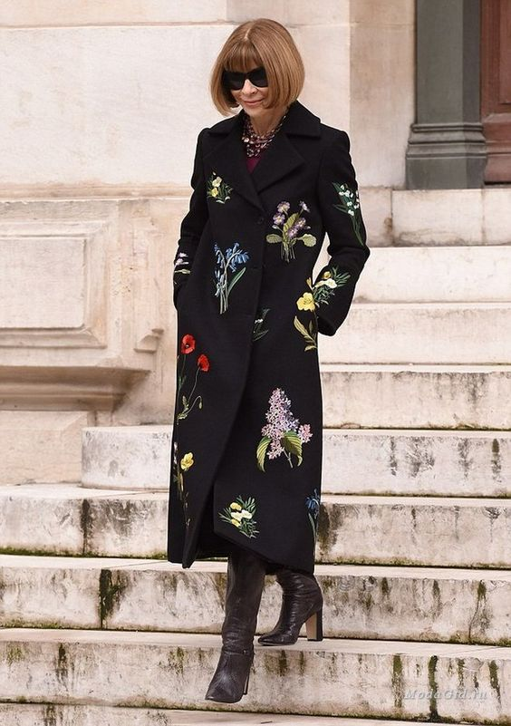 a black coat with natural floral prints worn by style icon anna Wintour