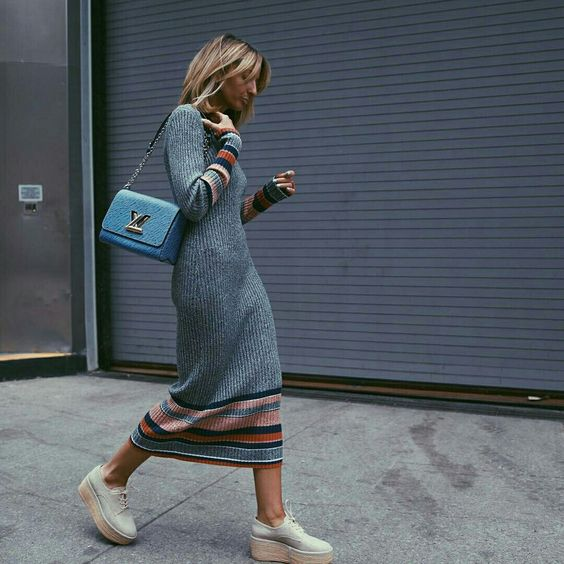 a grey knit midi dress with stripes, platform shoes and a blue bag for a trendy feel