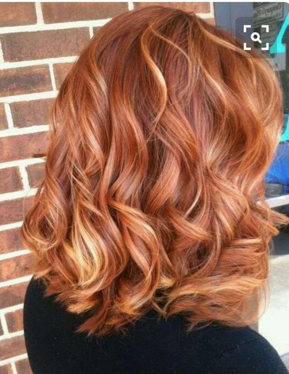 ginger hair with blonde highlights is a chic and trendy idea as blonde touches bring interest and texture