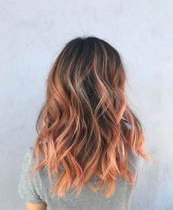dark hair with strawberry blonde balayage is a contrasting and bold idea, add waves for a texture