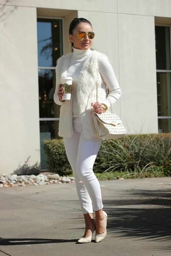 a total white look with a turtleneck, jeans, a waistcoat, shoes and a bag to make a statement