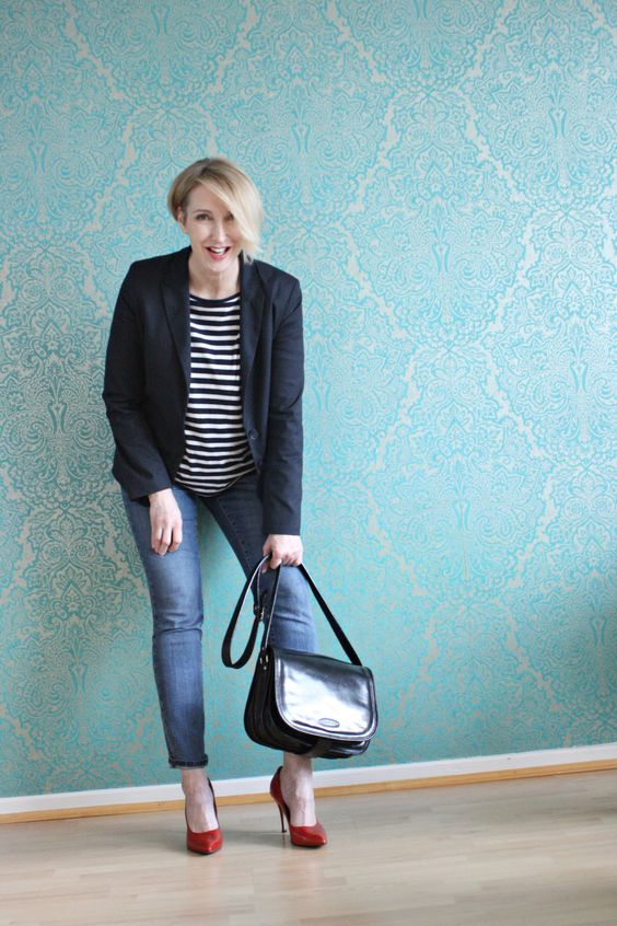blue cropped jeans, a striped top, a black blazer, red shoes and a black bag for work