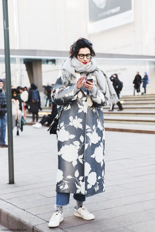 a printed midi floral coat, sneakers, jeans and a black scarf to fele warm and comfy