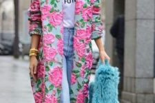 14 fantastic pink floral coat with embroidery and a blue faux fur bag for a touch of color in pale seasons