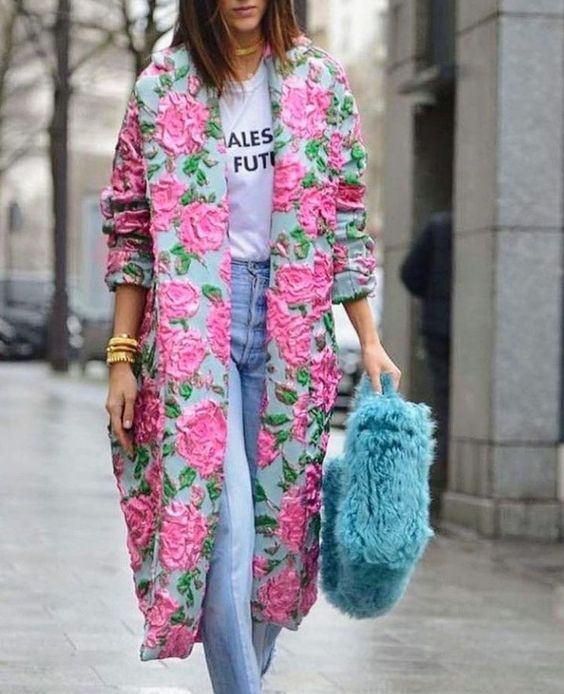 fantastic pink floral coat with embroidery and a blue faux fur bag for a touch of color in pale seasons