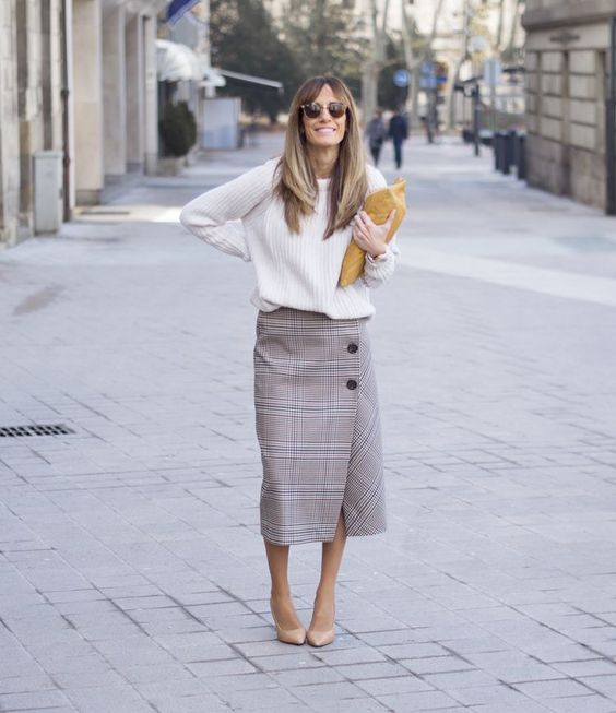 a white sweater, a plaid midi skirt on buttons and nude heels is a chic idea