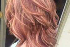 16 wavy auburn cascading haircut with strawberry blonde highlights is a creative idea
