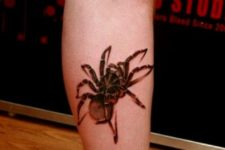 Gorgeous tattoo idea on the leg