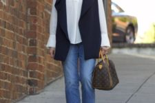 stylish look with cropped jeans that is suitable for fall