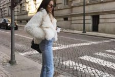 03 put on white boots and a faux fur coat to echo with each other to look chic