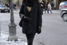 04 a total black look with jeans, a parka, gloves, a scarf and a beanie is a chic idea