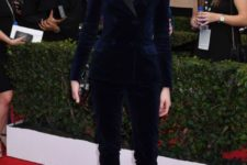 06 a navy velvet pantsuit with black lapels, black heels can be worn to the most formal occasions