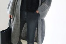 07 a black tee, blue skinnies, a grey long chunky cardigan, black shoes and a black bag for work