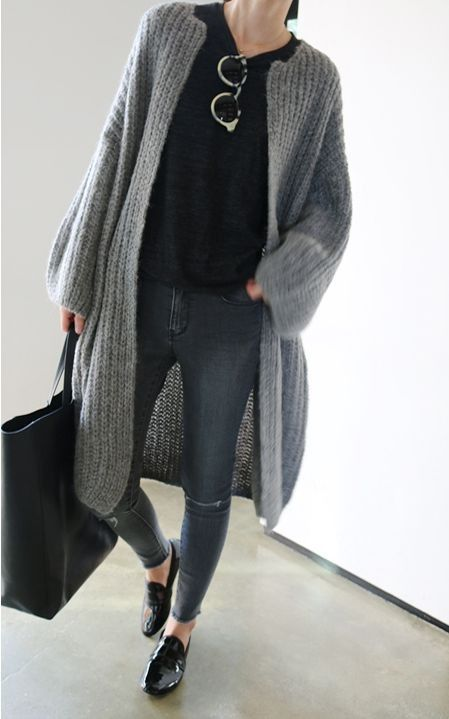a black tee, blue skinnies, a grey long chunky cardigan, black shoes and a black bag for work