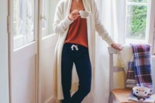 09 navy joggers, a rust top, socks and a creamy long cardigan are what you need for a chic and color block look