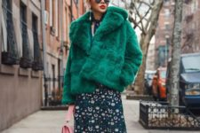 09 rock a simple fur coat, even in a crazy color, the texture should be simple