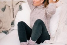 12 super skinnies, grey socks and a matching sweater for a cozy look with a touch of retro