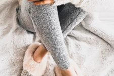 15 a neutral sweater, grey leggings and faux fur home shoes are all you need to feel awesome