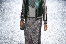 With glitter midi skirt, patent leather boots, blue bag and gray shirt