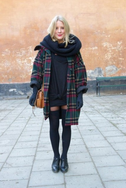 With navy blue sweater dress, loose plaid coat, flat shoes and brown bag
