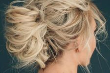 02 a curly and super messy updo for medium hair with a messy bump and bangs