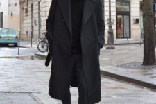 05 a total black look with a jumper, trousers, shoes, an overcoat and a beanie for working days