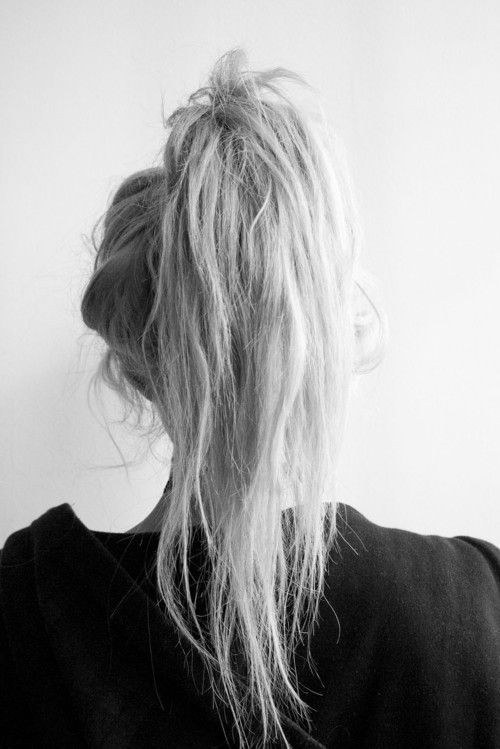 a messy high ponytail with textural hair is a chic casual idea that every girl can realize fast
