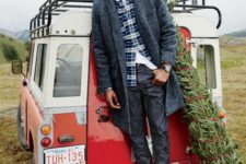 11 grey jeans, white sneakers, a white tee, a plaid shirt, a grey coat and a navy beanie is a chic casual look