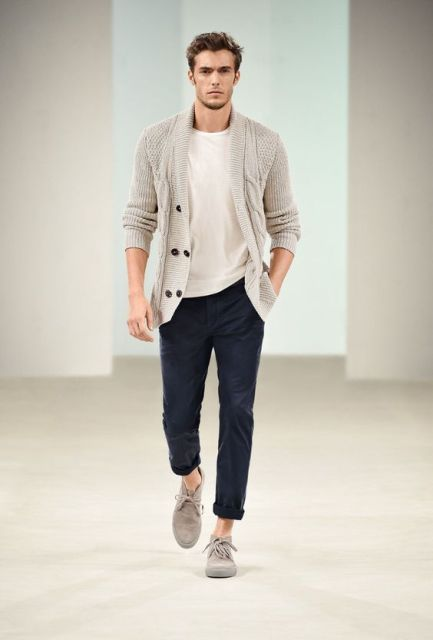 With beige t shirt, cuffed pants and gray shoes
