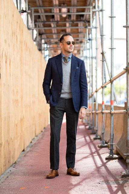 With denim shirt, gray tie, navy blue blazer, black trousers and brown shoes