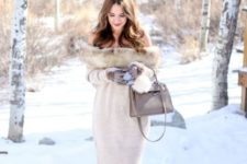 With gray bag, gray gloves and high heels