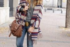 With gray shirt, brown bag, skinny jeans and fringe boots