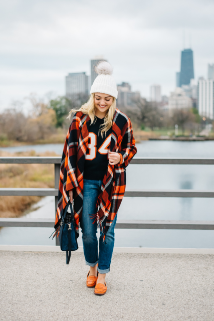 With pom pom hat, sweatshirt, cuffed jeans, flat shoes and bag