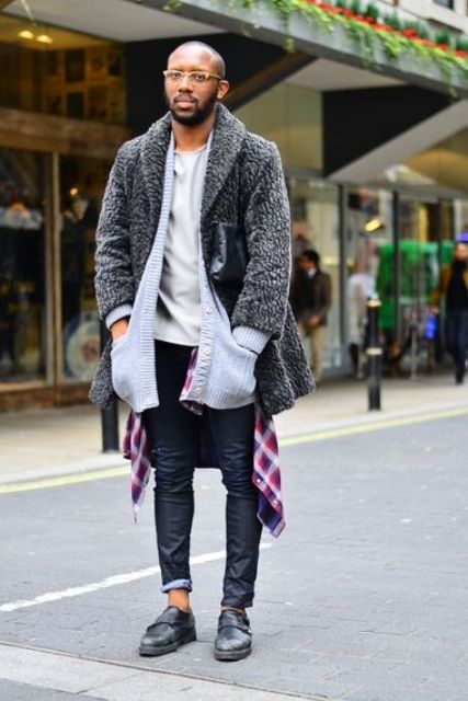 With white t-shirt, gray coat, skinny jeans, black clutch and black shoes