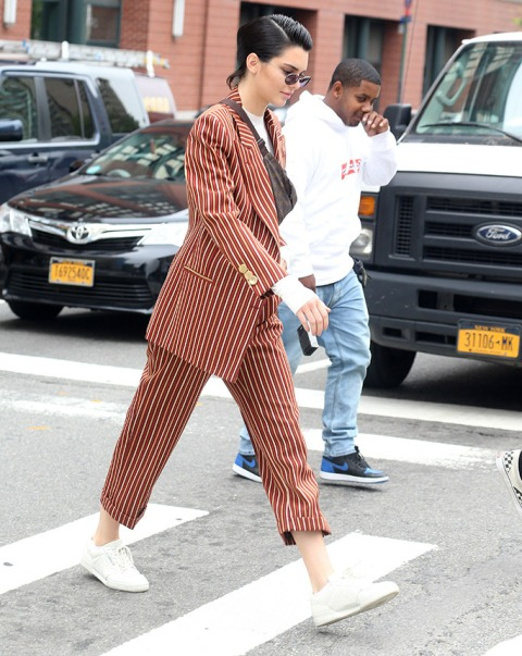With white t shirt, striped blazer, trousers and gray bag
