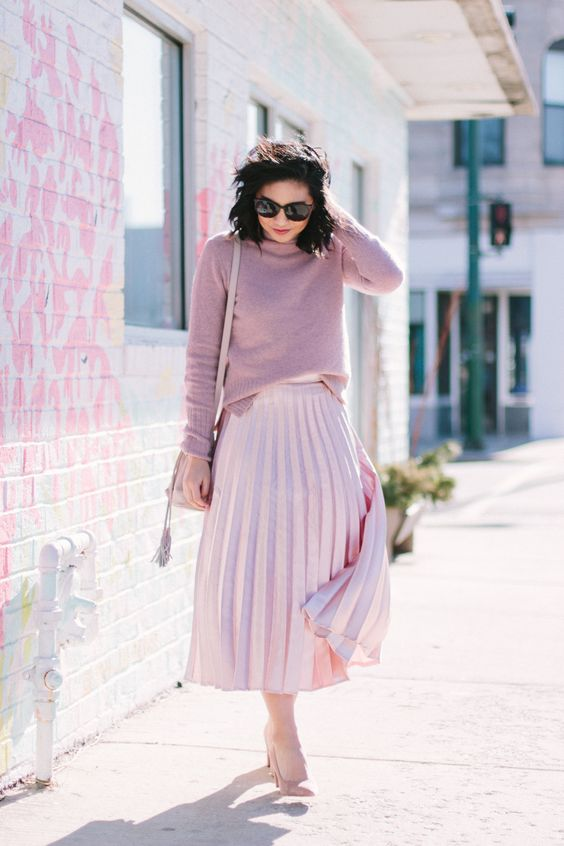 go for a simple look done in soft pinks, a pleated skirt, a sweater and shoes to pull off the holiday theme