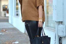 04 black leather leggings, a tan-colored turtleneck sweater with short sleeves, tan and black shoes and a black bag