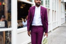 06 a playful look with a fuchsia suit, black shoes and a white shirt for those who love color
