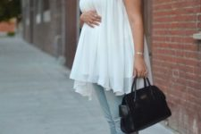 06 light blue jeans, a white top with a lace neckline, nude wedges and a black bag for a comfy look