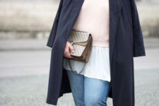07 a white shirt, a blush sweater, black and white shoes, blue boyfriends and a black trench and a printed bag