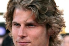 08 a short wavy hairstyle with a flow accents your natural waves with classic elegance