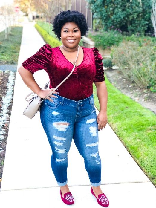 a casual Valentine's Day outfit with ripped skinnies, a plum-colored velvet top with short sleeves and fuchsia embellished flats