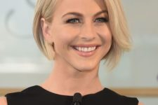 15 a simple short bob haircut can be styled in various ways – with mid parting, side parting and so on