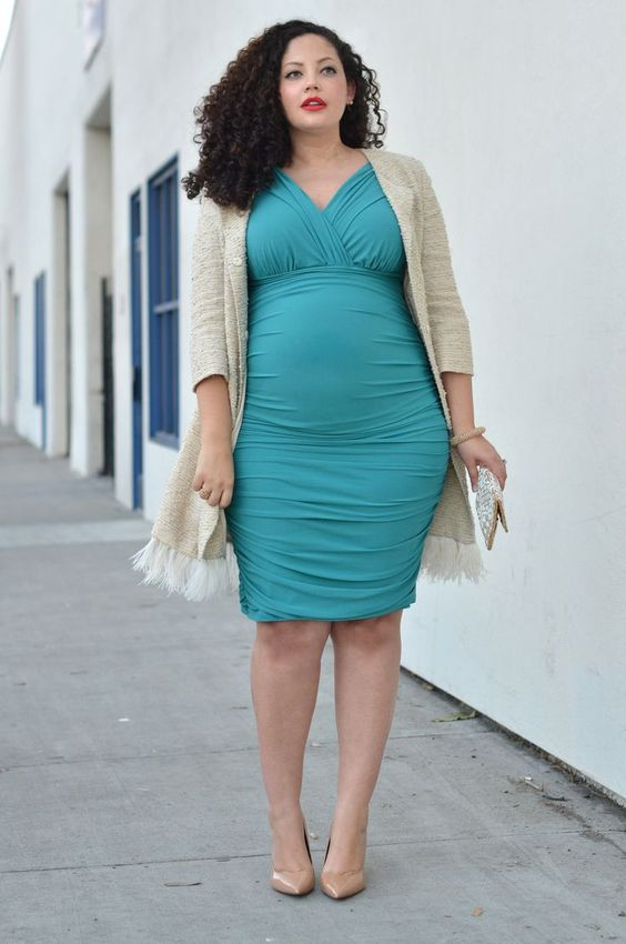 cool maternity spring outfit with an aqua-colored knee dress with a V-neckline, nude shoes and a neutral cardigan for a party