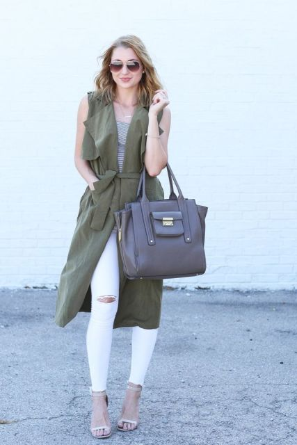 With printed shirt, white distressed pants, high heels and tote