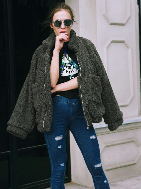 With printed t shirt, distressed jeans and sunglasses