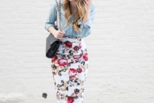 With shirt, black bag and leopard shoes