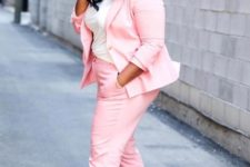 02 a pink suit, a white tee, white sneakers for a bright casual summer look