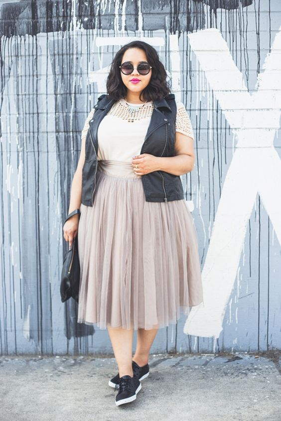 a plus size outfit with a tulle skirt for spring